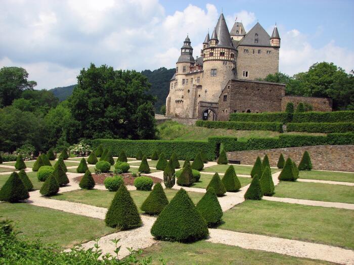 Schloss Bürresheim in der Eifel